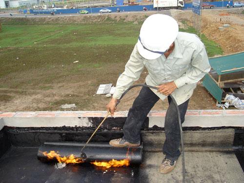 Thi công chống thấm màng bitum bằng khò nóng